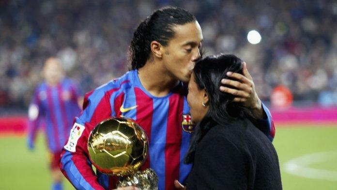 Ronaldinho pide oraciones por su madre que está hospitalizada por covid-19 en Porto Alegre_waifu2x_art_noise3_tta_1