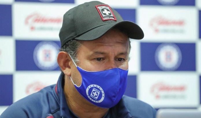 Juan Reynoso preocupado por los casos de COVID-19 del Cruz Azul previo a su debut en Guardianes 2021