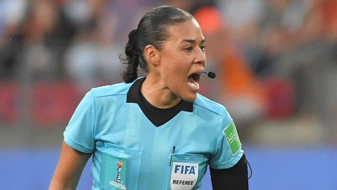 Edina Alves, primera árbitra en dirigir en un torneo masculino de la FIFA